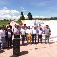 Eymard Grande entrega pavimento que servirá de libramiento en Temetzontla