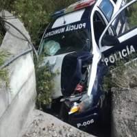 Un policía de Santa Cruz Tlaxcala resulta herido al impactar su patrulla