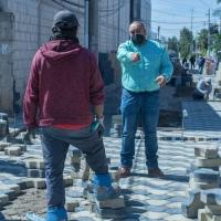 Supervisa alcalde de Xicohtzinco pavimento en calle Girasoles